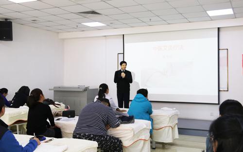 """""""弘扬中医艾灸文化,提高残疾人就业技能""""——2018北京市丰台区残疾人艾灸培训班在我校举办"""