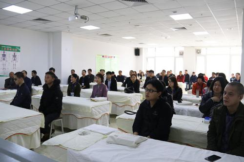 十一月火爆的不只有双十一,还有中医技能培训,新中一全国三大校区今日开班!